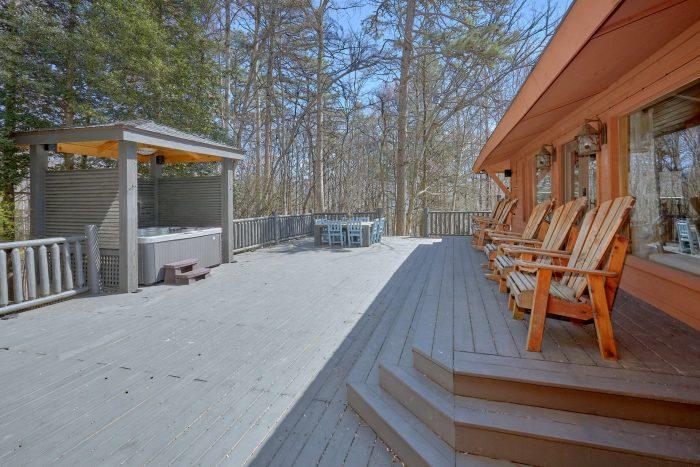 Large Spacious Back Deck with Yard - La Dolce Vita