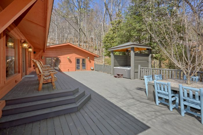 Luxurious Gatlinburg 4 Bedroom Cabin Sleeps 8 - La Dolce Vita