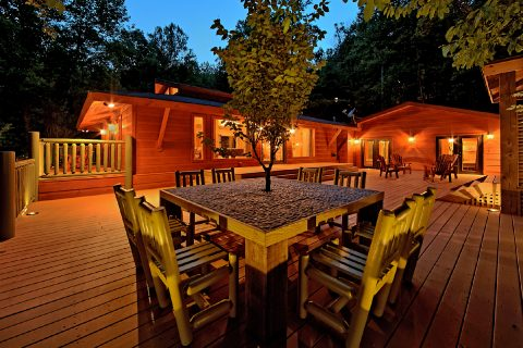 Outdoor Entertainment 4 Bedroom Cabin - La Dolce Vita