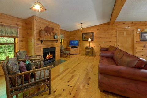 Rustic cabin with Fireplace and sleeper sofa - Lacey's Lodge