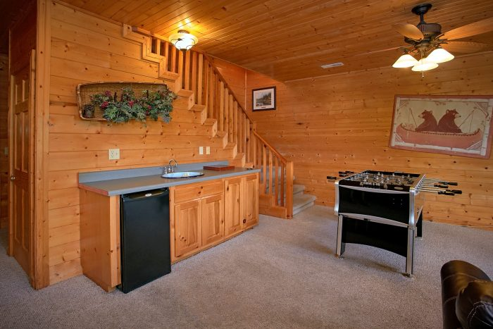 Cabin with Game Room, Kitchenette and Pool Table - Lasting Impression