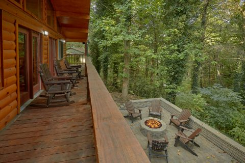 Gatlinburg Cabin with 4 bedrooms and Fire Pit - Laurel Manor