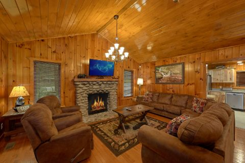 Luxury cabin with Stone Fireplace in Living Room - Laurel Manor