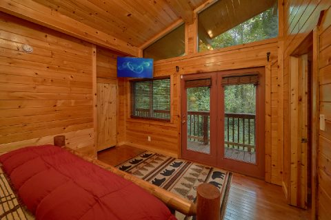 Master bedroom with private deck access in cabin - Laurel Manor