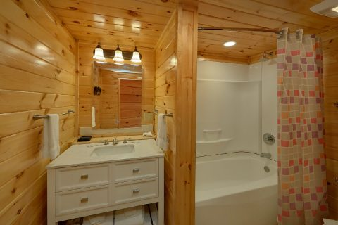4 Bedroom cabin in Gatlinburg with 3 baths - Laurel Manor