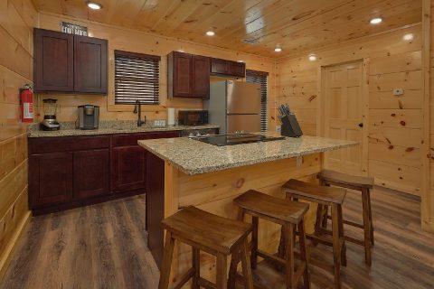 Kitchen with seating for 4 in 2 bedroom cabin - Laurel Splash