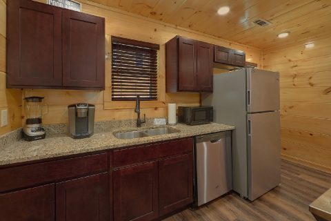 Fully furnished kitchen in 2 bedroom cabin - Laurel Splash