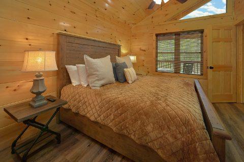 Cabin master bedroom with Private Bathroom - Laurel Splash
