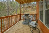 2 bedroom cabin with gas grill and fire pit