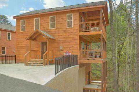 Spacious 2 bedroom cabin with private pool - Laurel Splash