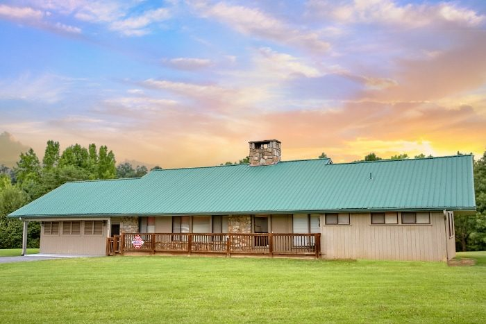 Spacious Luxury 6 Bedroom Cabin in Pigeon Forge - Lazy Days Lodge