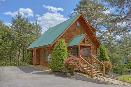 Cuddles: 1 Bedroom Sevierville Cabin Rental