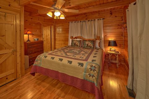 Main Floor Master Suite 2 Bedroom Cabin - Lazy View Lodge