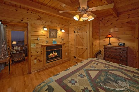 Master Suite with Fireplace - Lazy View Lodge