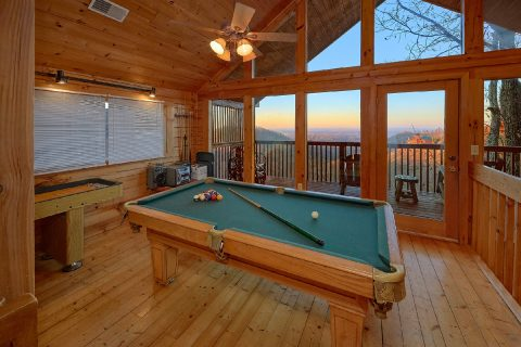 Pool Table 2 Bedroom Cabin Sleeps 7 - Lazy View Lodge