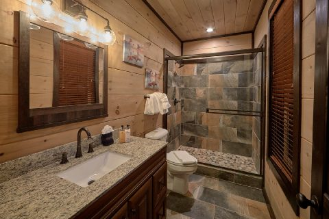 5 Bedroom 5 Bath Cabin Walk in Showers - LeConte Views