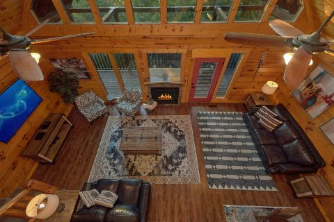 Spacious 4 Bedroom Cabin with Dining for 10 - LeConte Waters