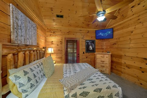 Master Bedroom with Connecting Full Bathroom - LeConte Waters