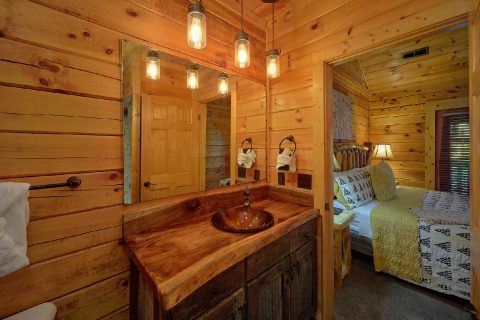 King Bedroom with Flatscreen TV - LeConte Waters