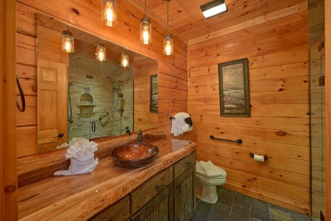 Luxury 4 Bedroom Cabin with Arcade and Wi-Fi - LeConte Waters