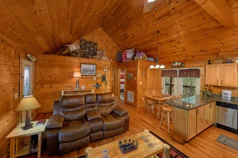 Beautiful Furnished 2 Bedroom Cabin Sleeps 6 - Lil Country Cabin