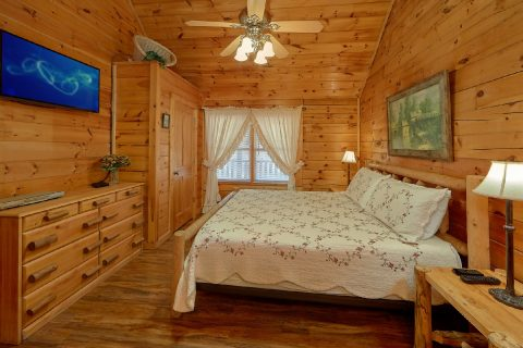 Main floor MAster Bedroom - Lil Country Cabin
