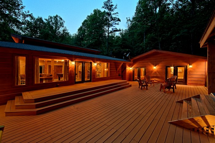 Large Outdoor Space 4 Bedroom Cabin Gatlinburg - Lil Country Cabin