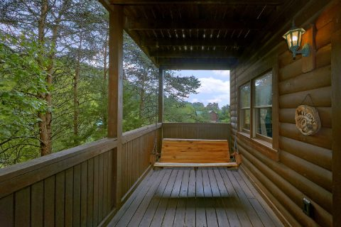 Covered Porch with Swing 2 Bedroom Cabin - Lil Country Cabin