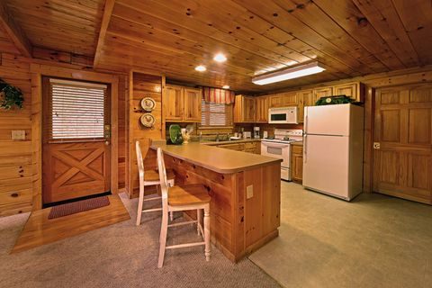 Kitchen with Additional Bar Seating - Little Cove Hideaway