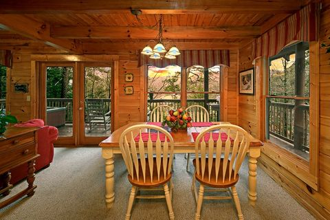 Cabin with Dining Room Views - Little Cove Hideaway