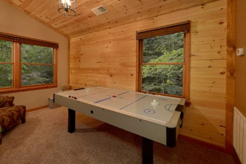 Gatlinburg Cabin with Game room and Air Hockey - Little Wren