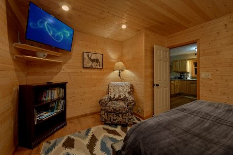 Private Queen bedroom in 2 bedroom Cabin rental - Little Wren