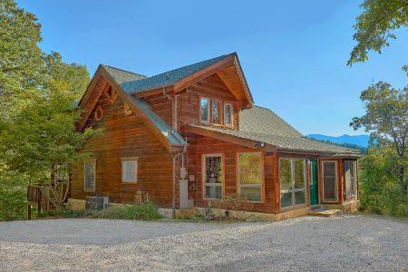 Smokies View: 3 Bedroom Sevierville Cabin Rental