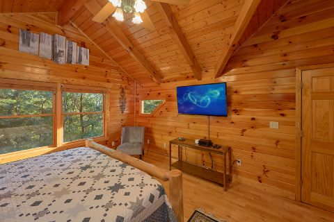 Beautiful Master Suite with Views - Livin' Lodge