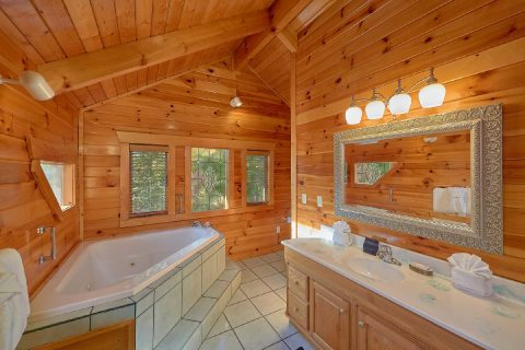 Jacuzzi Tub in Master Suite - Livin' Lodge
