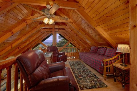 Extra Sitting and Sleeping Area 3 Bedroom Cabin - Livin' Lodge