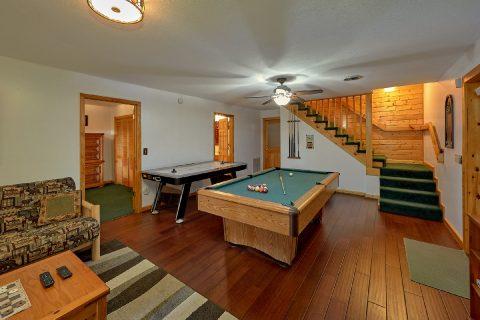 Large Game Room 3 Bedroom Cabin - Livin' Lodge