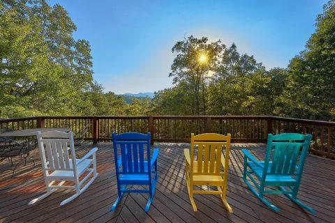 Mountain Views 3 Bedroom Cabin Sleeps 10 - Livin' Lodge