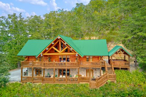 Spacious 4 Bedroom 4 Bath Cabin Sleeps 12 - Lodge Mahal