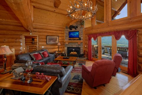Premium 4 Bedroom Cabin with Fireplace and Views - Lodge Mahal