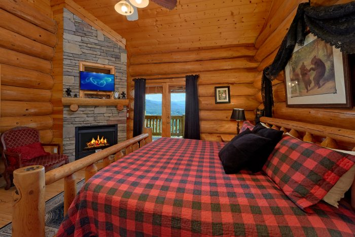 Luxury Cabin with King Bed, Fireplace and TV - Lodge Mahal