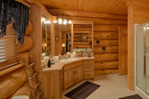Luxury Cabin with Private Master Bath and Shower - Lodge Mahal