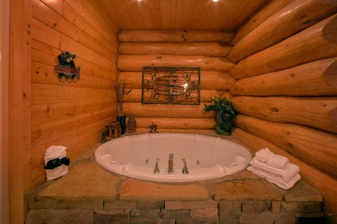 4 Bedroom Cabin with Jacuzzi Tub - Lodge Mahal