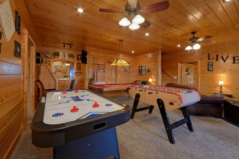 Cabin with Air Hockey, Pool Table and Foos Ball - Lodge Mahal