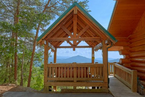 Cabin with views of the Mountains from Deck - Lodge Mahal