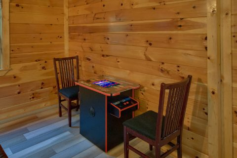 3 bedroom cabin with Arcade game in game room - LoneStar