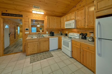 Fully Furnished kitchen in 3 bedroom cabin - LoneStar
