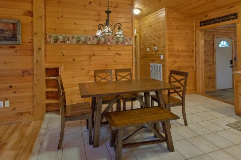 Rustic cabin with spacious dining room - LoneStar