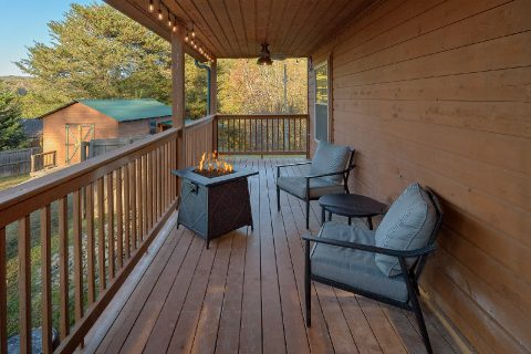 3 bedroom cabin with Fire Pit on the deck - LoneStar