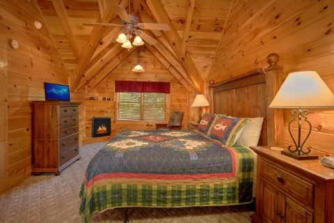 Cabin with Private King Bedroom - Lookin Up